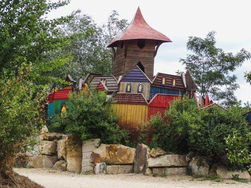Castelo de madeira louco colorido de Kulturinsel Einsiedeln fotos de stock royalty free