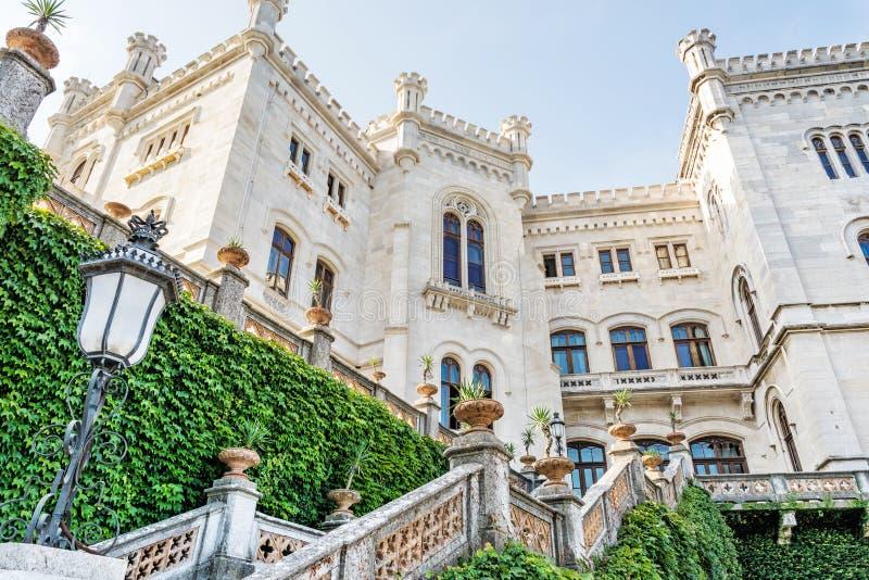 Castelo de Miramare perto de Trieste, Itália do nordeste imagem de stock