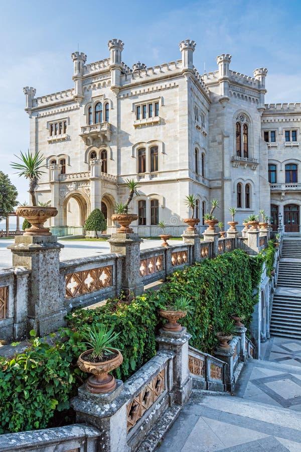 Castelo de Miramare perto de Trieste, Itália do nordeste foto de stock royalty free