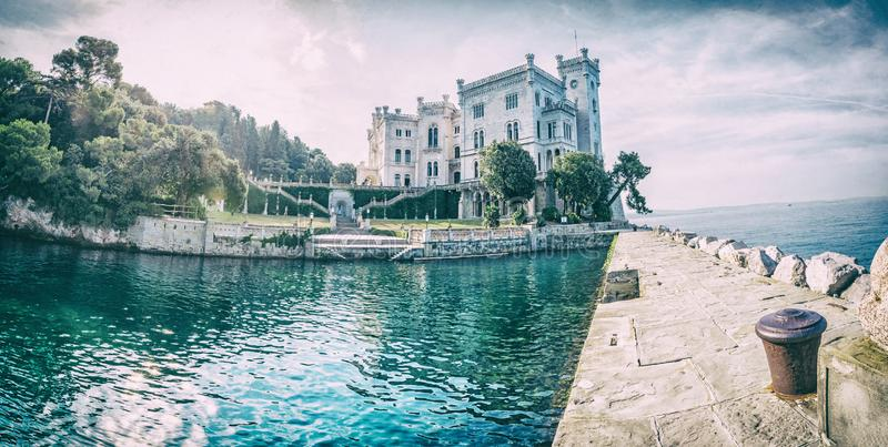 Castelo de Miramare perto de Trieste, Itália, filtro análogo fotos de stock royalty free