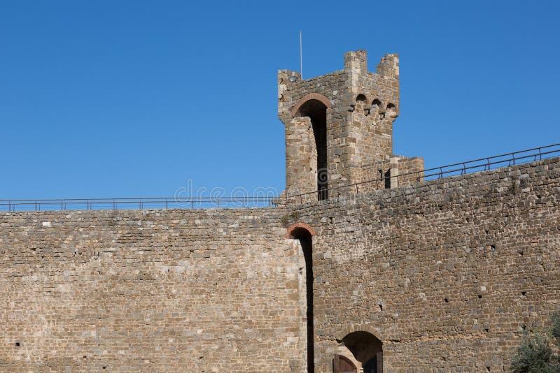 Castelo de Montalcino em Toscânia imagens de stock