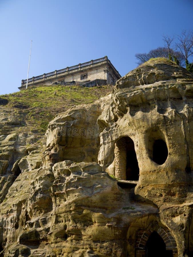 Castelo de Nottingham acima das cavernas do arenito fotos de stock royalty free
