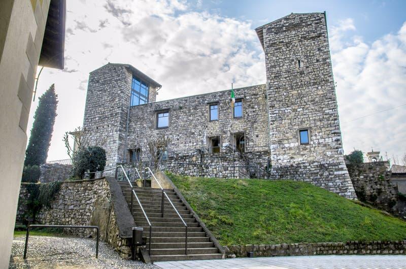 Castelo de Oldofredi em Iseo - Bríxia imagem de stock