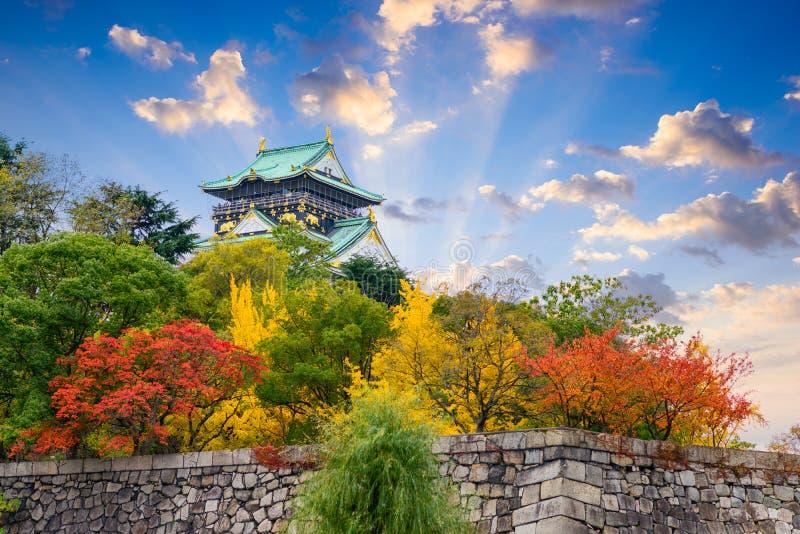 Castelo de Osaka no outono fotografia de stock