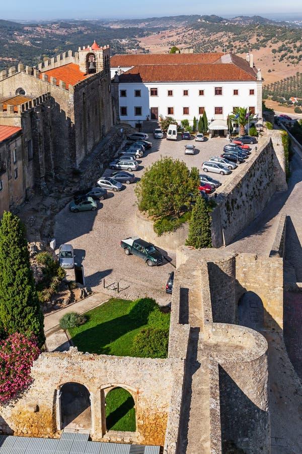 Castelo de Palmela Castle avec l'hôtel historique de Pousadas De Portugal photographie stock libre de droits