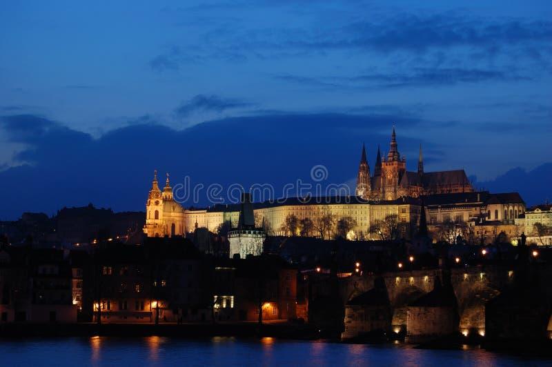 Castelo de Praga no por do sol imagens de stock
