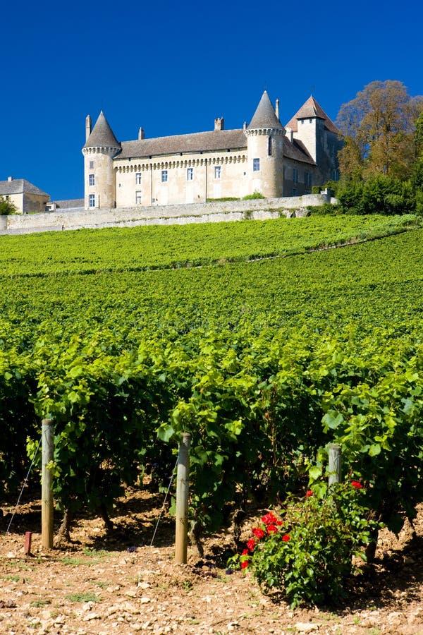 Castelo de Rully com vinhedos, Borgonha, França fotos de stock royalty free