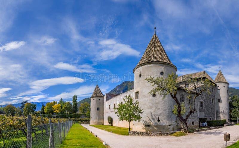 Castelo de Schloss Maretsch em Bolzano, Tirol sul fotografia de stock royalty free