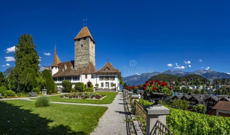 Castelo de Spiez, lago Thun, Bernese Oberland, Suíça imagens de stock