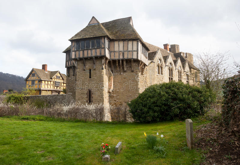Castelo de Stokesay em Shropshire no dia nebuloso fotos de stock royalty free