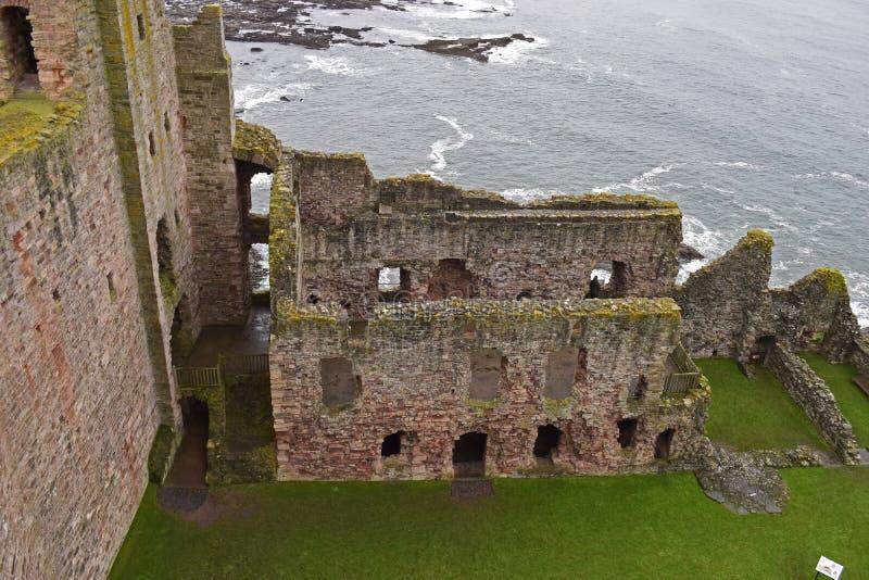 Castelo de Tantallon uma fortaleza do século XIV em Escócia fotos de stock royalty free