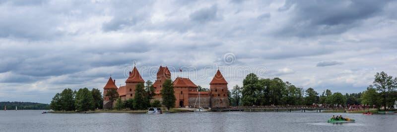 Castelo de Trakai na ilha imagens de stock