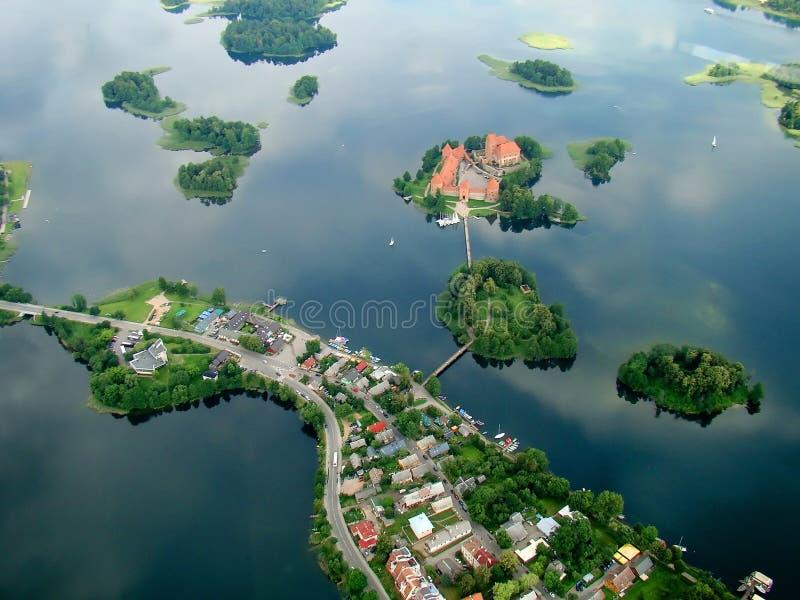 Castelo de Trakai no lago foto de stock royalty free