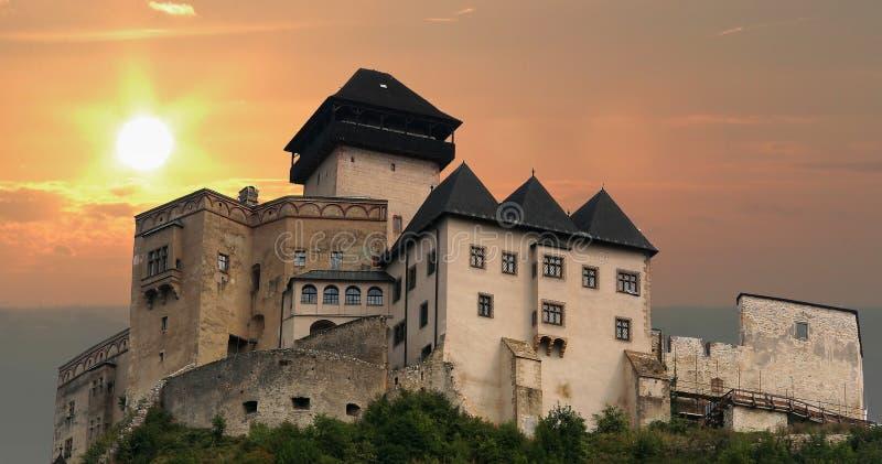 Castelo de Trencin no por do sol fotos de stock royalty free