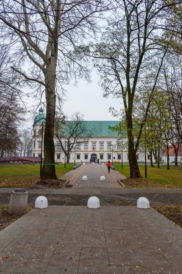 Castelo de Ujazdow no outono em Varsóvia poland foto de stock royalty free
