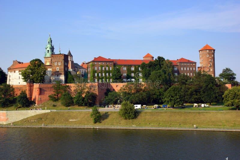 Castelo de Wawel no Vistula River em Cracow (Krakow), Polônia imagem de stock
