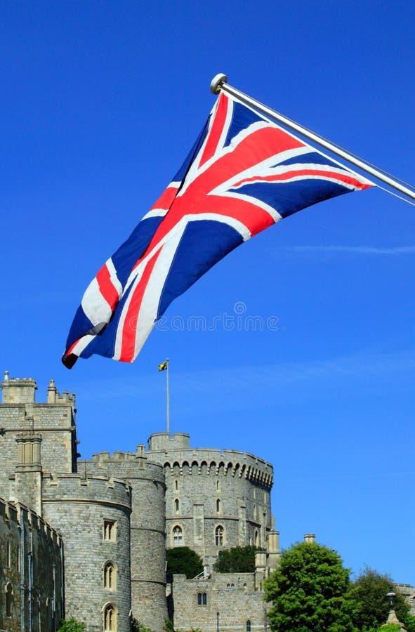 Castelo de Windsor com uma bandeira de Jack de união fotos de stock royalty free