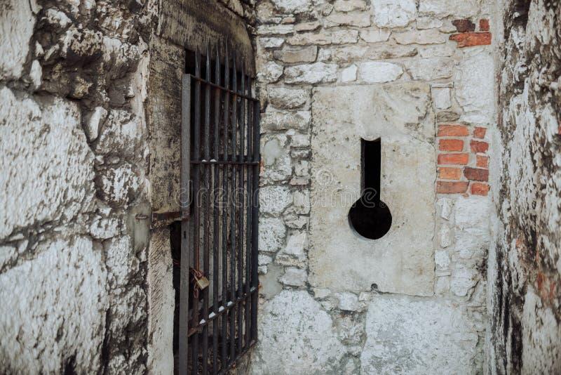 Castelo de Zamek Ogrodzieniec, ruínas velhas no Polônia foto de stock royalty free