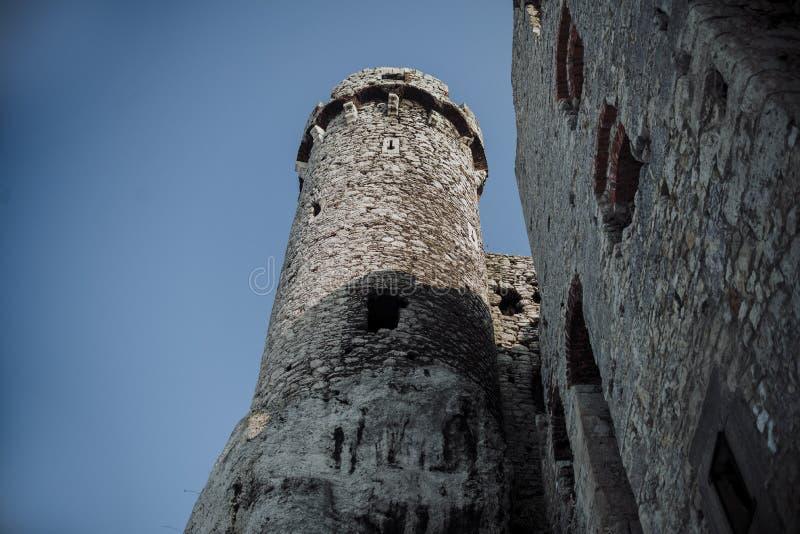 Castelo de Zamek Ogrodzieniec, ruínas velhas no Polônia fotografia de stock