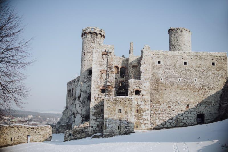 Castelo de Zamek Ogrodzieniec, ruínas velhas no Polônia imagens de stock royalty free