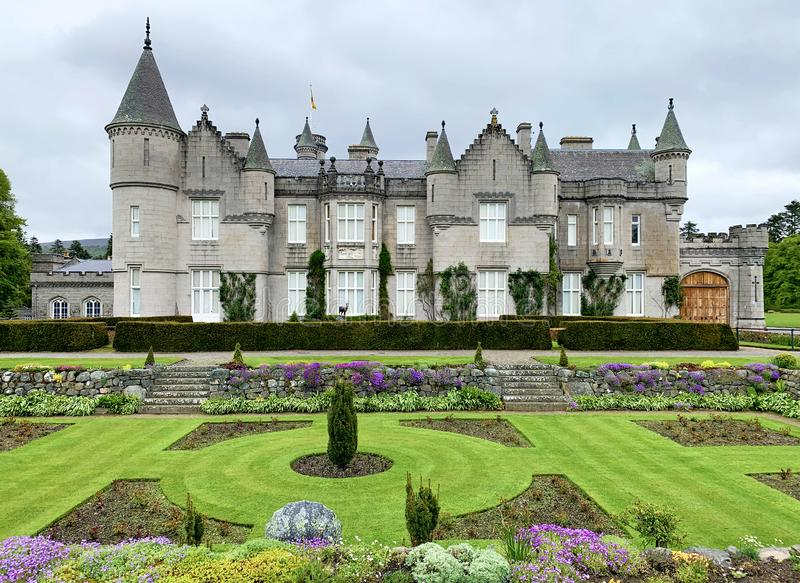 Castelo do Balmoral e o jardim afundado fotos de stock