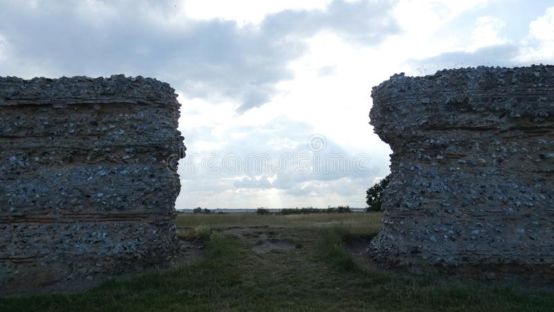 Castelo do Burgh, Roman Ruins antigo, Norfolk, Enlgland imagens de stock