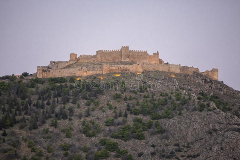 Castelo do castelo de Argos ou de Larissa em Argos em Peloponnese, Grécia Argos - vistas da fortaleza, Greece O castelo encontra- fotos de stock