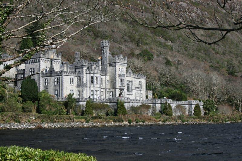 Castelo do Irish da beira do lago foto de stock royalty free