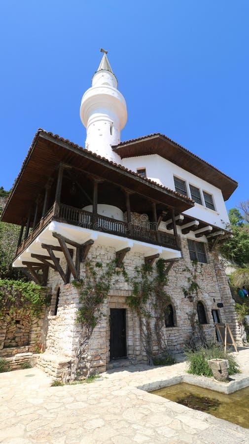 Castelo do palácio da residência de Balchik da rainha romena Marie - REGINA MARIA na costa búlgara do Mar Negro fotografia de stock royalty free