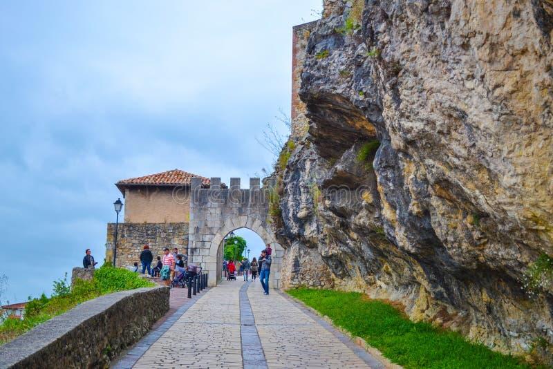Castelo do rei Castle de San Vicente de la Barquera em San foto de stock