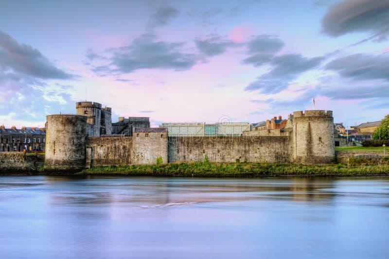 Castelo do rei John no Limerick, Ireland. imagens de stock