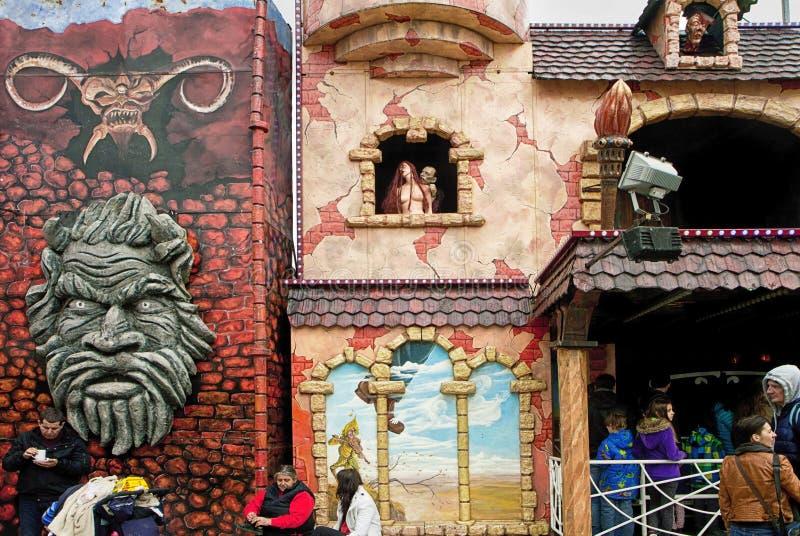 Castelo do ` s de Dracula no parque de diversões fotografia de stock