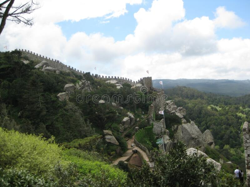 castelo-dos-mouros-linha--defesa-torres imagens de stock