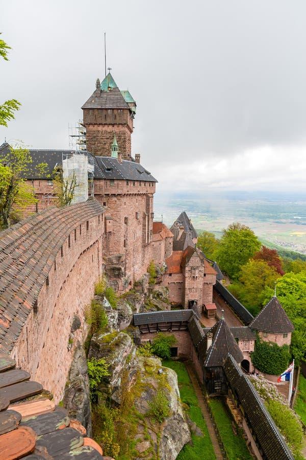 Castelo du Haut-Kœnigsbourg - Alsácia, França imagens de stock