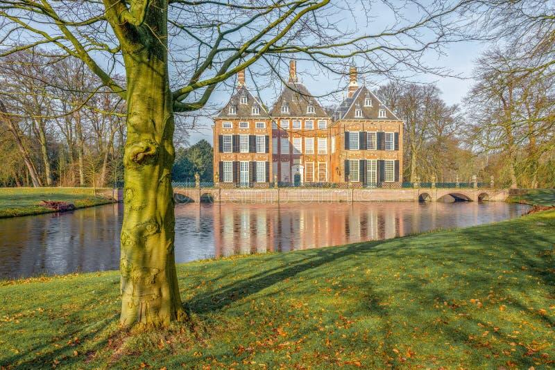 Castelo Duivenvoorde em Voorschoten nos Países Baixos imagens de stock