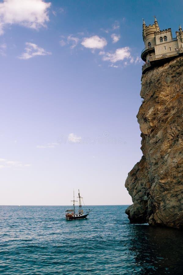 Castelo e navio imagem de stock