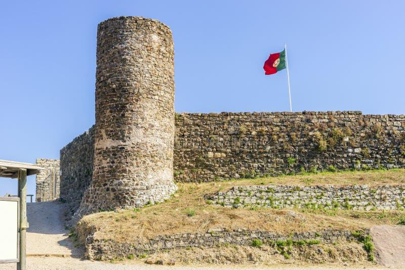 Castelo em Aljezur, o Algarve, Portugal fotografia de stock