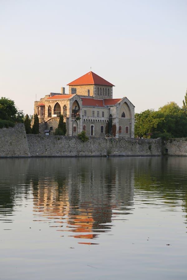 Castelo em Tata, Hungria imagens de stock