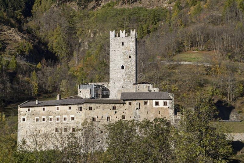 Castelo em Tirol sul fotos de stock