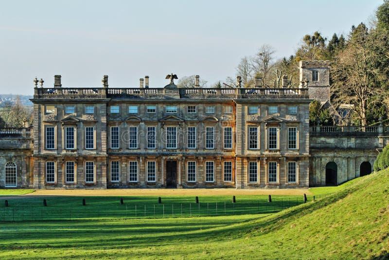 Castelo em um parque imagens de stock royalty free