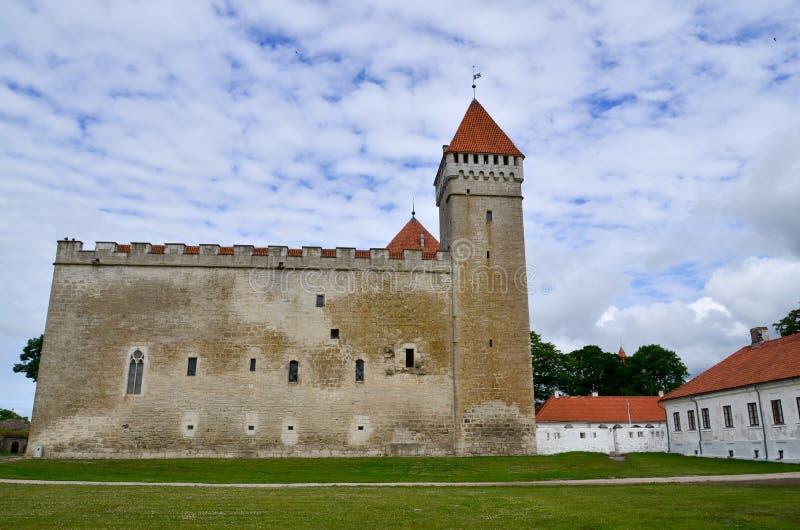 Castelo episcopal de Kuressaare, Saaremaa, Estônia fotos de stock royalty free