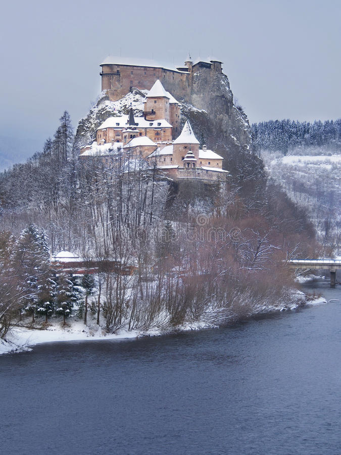 Castelo famoso de Orava no inverno fotos de stock royalty free