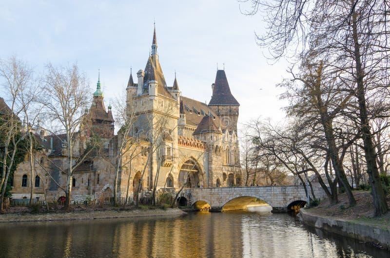 Castelo famoso de Vajdahunyad da atração turística, igualmente conhecido como o castelo de Dracular foto de stock royalty free