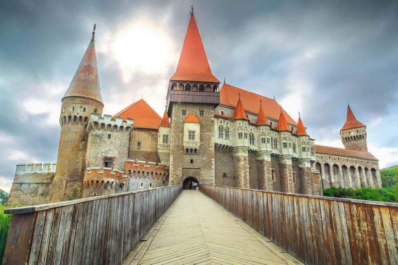Castelo famoso do corvin do Spectacular, Hunedoara, a Transilvânia, Romênia, Europa fotos de stock royalty free