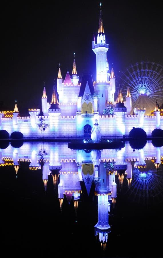 Castelo feericamente na noite do ¼ ŒBeijing do parkï do divertimento de Shijingshan, China foto de stock