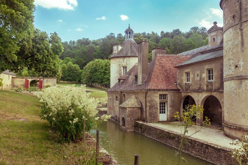 Castelo francês de Bussy Rabutin em Borgonha fotografia de stock royalty free
