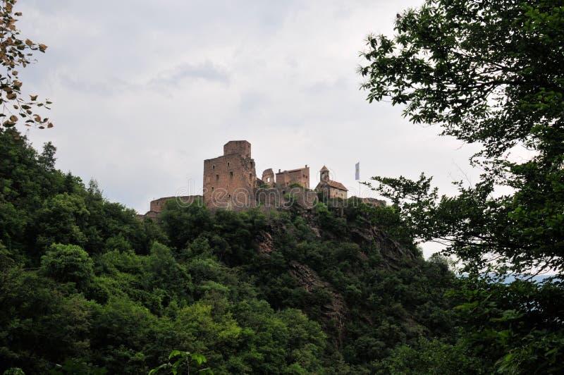 Castelo grande da ruína em Tirol sul fotos de stock