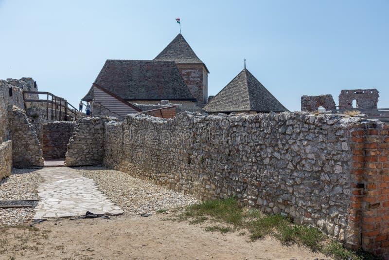 Castelo húngaro famoso antigo na vila pequena Sumeg foto de stock royalty free