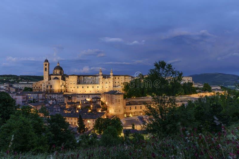 Castelo iluminado Urbino Itália fotografia de stock royalty free