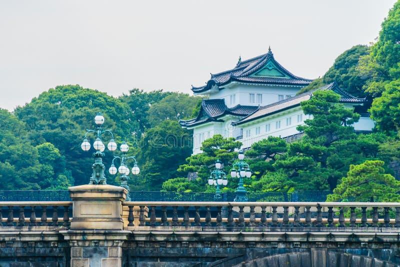 Castelo imperial do palácio da arquitetura velha bonita com fosso e fotos de stock royalty free